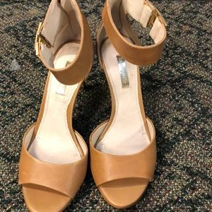 Sz 7 Louise Erdrich Cie tan ankle strap heels